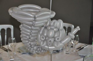 balloon french horn