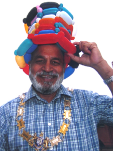 balloon hat mayor